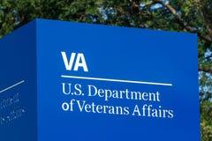 Fuerte Wayne - circa agosto de 2018: ignage y logotipo del U S Departamento de asuntos de veteranos III imagen de archivo