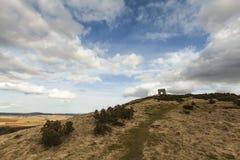 Fuerte y castillo de la colina en Dunnideer en Escocia Imágenes de archivo libres de regalías