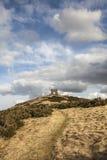 Fuerte y castillo de la colina en Dunnideer en Escocia Imagen de archivo libre de regalías