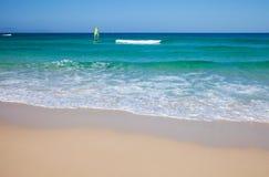 Fuerteventura, белый пляж песка Стоковая Фотография