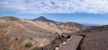 Fuerteventura - manera de los peregrinos en Montana Cardon Imagenes de archivo