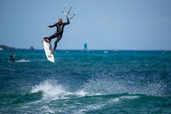 Fuerteventura - może 27 2018: atleta w sesi szkoleniowa przy fla Zdjęcia Stock
