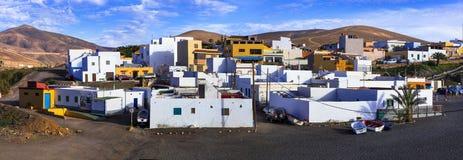 Fuerteventura - schilderachtig traditioneel visserijdorp Ajui, met zwart strand Canarische Eilanden royalty-vrije stock foto's