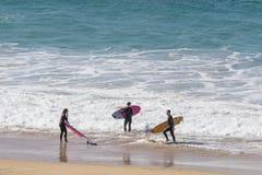In Fuerteventura surfen, Kanarische Inseln Stockfotos