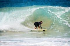 Fuerteventura - 2017 04 10: surfingowiec podczas zimy stażowych sess obraz stock