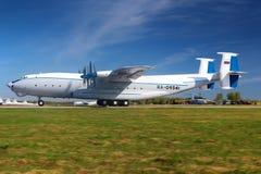 Fuerza aérea rusa Antonov An-22 Antei RA-09341 en el airfi de Migalovo Imágenes de archivo libres de regalías