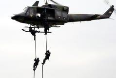 Fuerza de policía servia en la acción de helicopter-3 Imagen de archivo libre de regalías