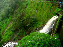 Fuerza del agua de la presa Fotografía de archivo