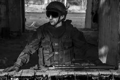 Fuerzas especiales rusas que entrenan en un terreno de entrenamiento militar Imagen de archivo