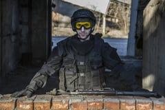 Fuerzas especiales rusas que entrenan en un terreno de entrenamiento militar Fotos de archivo