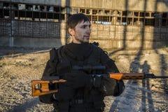 Fuerzas especiales rusas que entrenan en un terreno de entrenamiento militar Fotografía de archivo libre de regalías