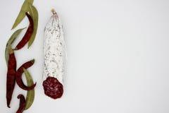 Fuet каталонский тонкий, сухой вылечено, сосиска мяса свинины в кишке свинины стоковые фото