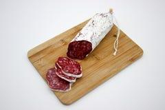 Fuet каталонский тонкий, сухой вылечено, сосиска мяса свинины в кишке свинины стоковые фотографии rf