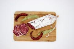 Fuet каталонский тонкий, сухой вылечено, сосиска мяса свинины в кишке свинины стоковые изображения rf
