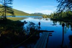 Fuga abandonada em um lago Imagens de Stock Royalty Free