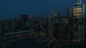 Fuga ao longo da antena de East River do nyc video estoque