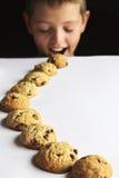 Fuga da cookie da criança Imagens de Stock