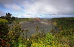 Fuga da cratera de Kilauea Iki em Havaí imagem de stock