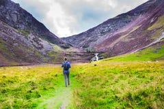 Fuga de caminhada em montanhas de Cairngorm, Escócia, Reino Unido fotografia de stock royalty free