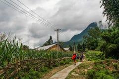 Fuga de caminhada nas montanhas de Vietname do norte Foto de Stock Royalty Free
