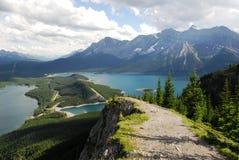 Fuga de caminhada no cume da montanha Fotografia de Stock Royalty Free