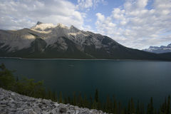 Fuga de Minnewanka do lago Fotografia de Stock Royalty Free