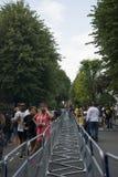 Fuga della gente dal carnevale di Notting Hill Immagini Stock Libere da Diritti