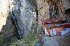 Fuga desafiante e excitante do ninho do ` s do tigre em Butão Imagem de Stock