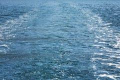 Fuga do iate na água fotos de stock