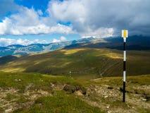 Fuga do turista em montanhas de Bucegi Foto de Stock Royalty Free