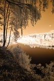 fuga do turista pelo rio de Gauja em Valmiera Letónia outono c Fotos de Stock Royalty Free
