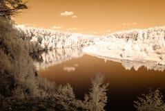 fuga do turista pelo rio de Gauja em Valmiera Letónia outono c Imagem de Stock Royalty Free
