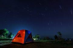 Fuga espiral da estrela com campsite fotografia de stock