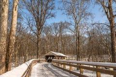 Fuga nevado da ponte coberta foto de stock