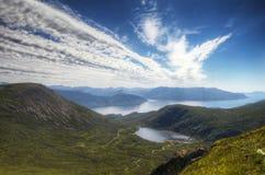 Fugas agradáveis do céu em um oeste distante da montanha em Noruega Fotografia de Stock Royalty Free