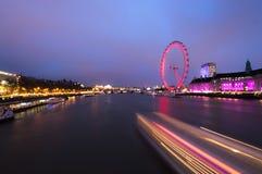 Fugas da luz de Tamisa do rio foto de stock royalty free