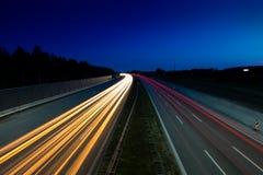 Fugas da luz do carro na estrada Imagens de Stock Royalty Free