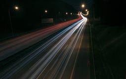 Fugas da luz na estrada imagens de stock royalty free