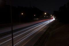 Fugas da luz na estrada fotografia de stock royalty free