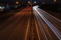 Fugas da luz na estrada imagem de stock