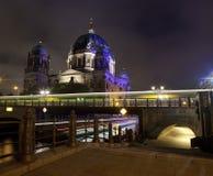 Fugas da luz que passam os DOM do berlinês Fotografia de Stock