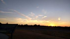 Fugas do ar no por do sol sobre Burma Imagem de Stock Royalty Free