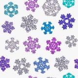 Fugenlose Beschaffenheit von verschiedenen Schneeflocken auf weißem Hintergrund Lizenzfreies Stockfoto