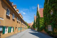Fuggerei Augsburg, Tyskland Arkivbild