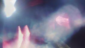 Fuites légères iridescentes bleues et rouges multicolores, déformations, transitions 4k clips vidéos