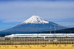 Fuji berg och Shinkansen kuldrev Royaltyfria Bilder