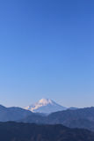 Fuji bergsikt från Takao Mountain Arkivfoton