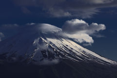 Fuji en Wolk Royalty-vrije Stock Afbeeldingen