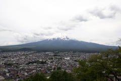 Fuji mountain viewed from behind Chureito Pagoda Royalty Free Stock Photos