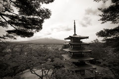 Fuji mountain viewed from behind Chureito Pagoda Royalty Free Stock Photos